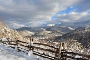 Stunning photo of the mountains in Gatlinburg covered in snow.