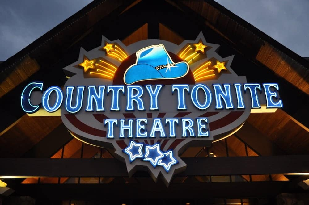 The Country Tonite Theatre in Pigeon Forge at night.