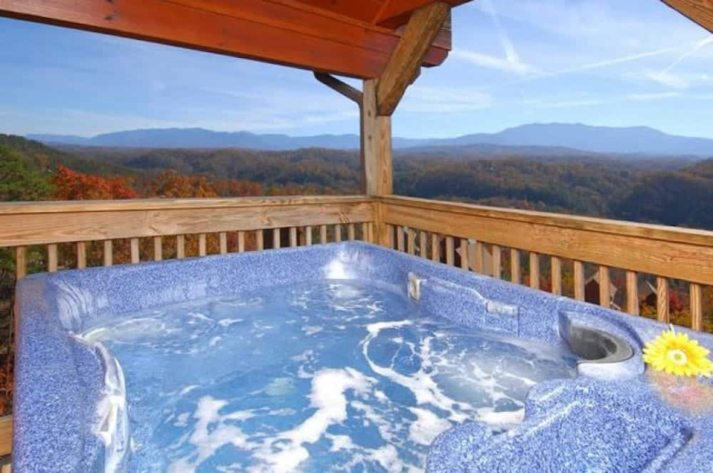 5 Benefits of Staying in Cabins with Hot Tubs in Gatlinburg